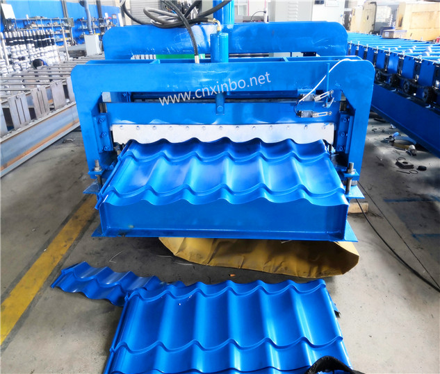 Operation of colored steel equipment for tile press